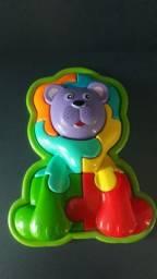 Brinquedo Interativo. Cachorrinho formado com várias peças.