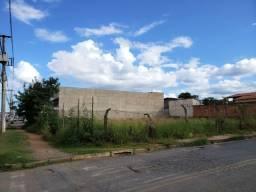 Aluga-se Terreno de esquina, 800 m² - João XXIIi