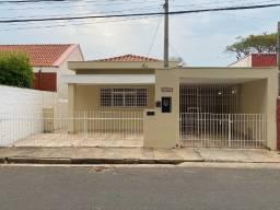 Casa térrea residencial, com 2 dormitórios sendo 1 com armário,