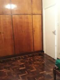 Aluga quarto mobiliado no centro de Londrina preço  450,00
