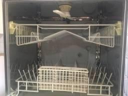 Máquina de Lavar Louça Brastemp - Funcionando