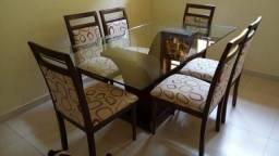 Vendo conjunto de mesa e cadeiras (6 unidades)