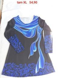 Blusa preta e azul gola redonda