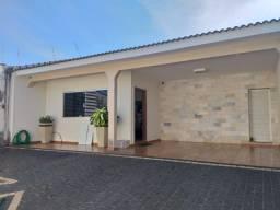 Título do anúncio: Casa com 5 dormitórios à venda, 220 m² por R$ 800.000,00 - Brasil - Uberlândia/MG