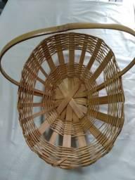 Vendo cesta de bambu.