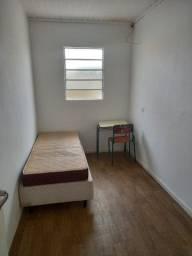 Quarto uma quadra do extra da kennedy apartir R$ 400.00 reais zap *