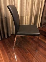 Vendo cadeiras cromadas e couro sintético preto