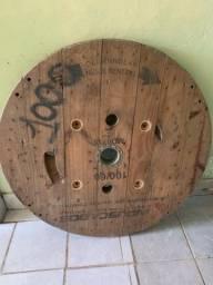 Mesa giratória de madeira