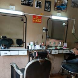 Bancadas com espelho para salão de beleza / barbearia