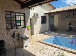 casa reformada de 4 qts sendo 3 suítes, com piscina e área de churrasco.