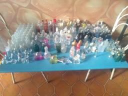 Coleçao de vidros de perfume