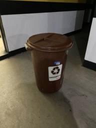 Vendo latão de lixo