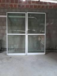 Porta de vidro  , com o vidro verde ,