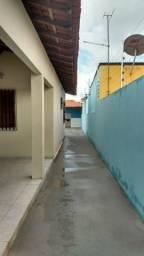 Alugo excelente casa no bairro Maiobão