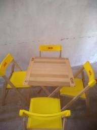 Vendo um conjunto de cadeira com a mesa