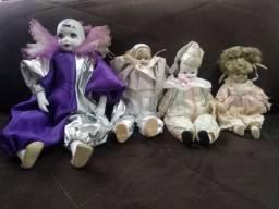 04 Bonecas de Pierot (cabeça, mãos pés em porcelana)usadas