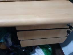 Escrivaninha , três gavetas.