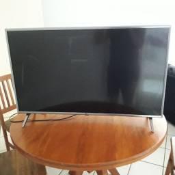 """Vendo TV LG 43"""" 4K com a tela quebrada"""