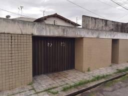 Aluga-se ótima casa no bairro Cristo Redentor  a cinco minutos do Mix em Castanhal-Pará.