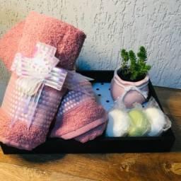 Kit para presente: toalha de banho, suculenta, vaso decorativo