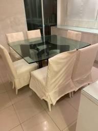 Mesa de jantar com tampo de vidro e 6 cadeiras de madeira laqueada