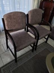 sofá, aparador e cadeiras