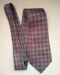 Gravata azul de bolinhas