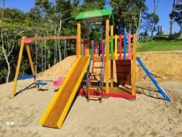 Parquinho playground madeira colorido
