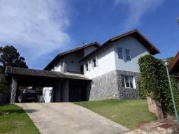 Casa com 360m² em condomínio fechado no Barreirinha