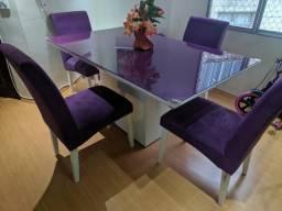 Mesa com 4 cadeiras !!!