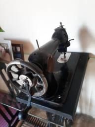 Máquina de costura antiga manual