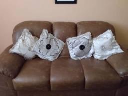 Sofá de três e dois lugares tipo couro