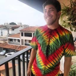 "Camisa Tie Dye - Linhas em ""V"" Reggae"