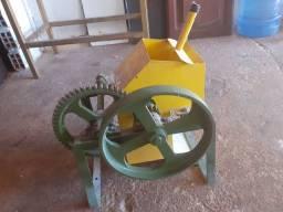 Vendo máquina de rala mandioca manual
