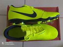 Chuteira Campo Nike Phantom Venom Club FG- Verde Limão