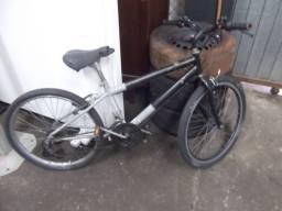 Bicicleta aro 24 com marchas em bom estado
