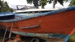 Embarcação com Casco de Madeira