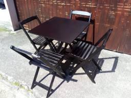 Mesas dobráveis com 4 cadeiras