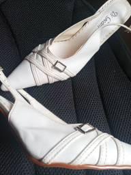 Tênis usados e sandália $25 cada