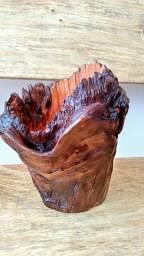 Vasos de nó de pinho