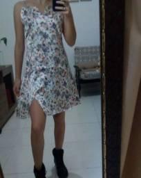 Vestido floral de cetim