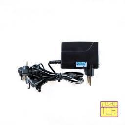 Fonte para 5 Pedais 9V 1A Centro Negativo Padrão Boss com LED