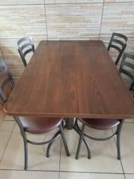 Vendo mesas com cadeiras