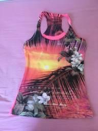 Camiseta seminova, excelente estado, Calvin Klein. Linda!!