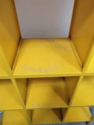 Estante de ferro com nichos ótima para disco de vinil e livros