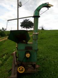 Máquina picadeira nogueira trator