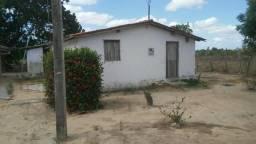 Vende-se uma casa com terreno