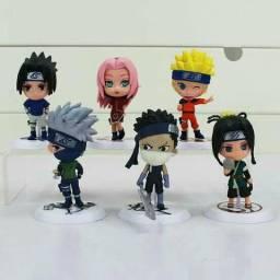 6 personagens: , Naruto, Sakura, kakashi, Sasuke, Haku e Zabuza;
