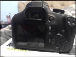 Câmera de prima qualidade e tira fotos ótimas, marca cânon.