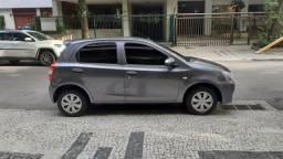 Etios Hatch barato - 2015